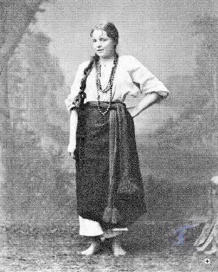 Марія Башкірцева у національному вбранні