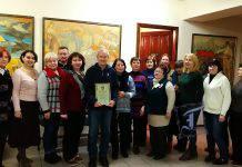 Привітати В.О. Тарасова, лауреата премії імені Миколи Ярошенка, зібрався увесь колектив художнього музею. Фото П. Ломаки