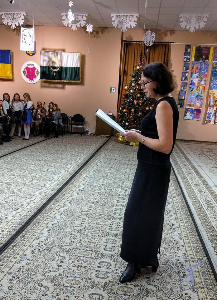 Організатор і режисер-постановник концерту - завідувачка струнно-смичкового відділу Тетяна Лисенко