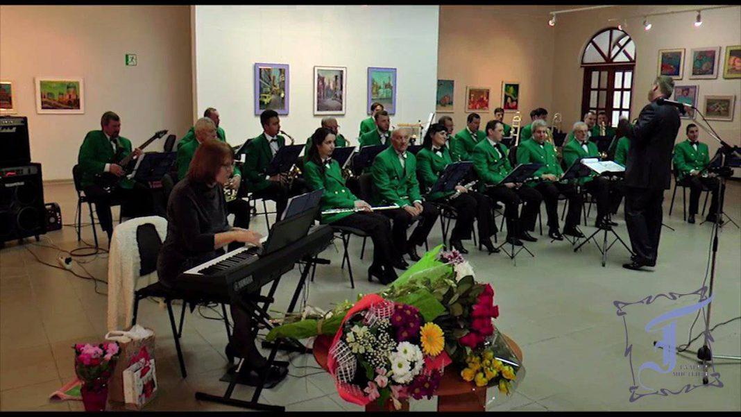 """У складі міського духового оркестру """"Полтава"""" Вікторія Сидорова з 1995 року"""