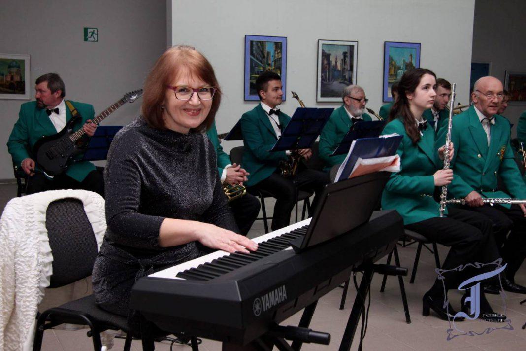Конкурси, концерти, фестивалі, робота викладача та концертмейстера – Вікторія Сидорова не зупиняється ні на хвилину. Можливо, саме у цьому є секрет її молодості, творчої енергії.