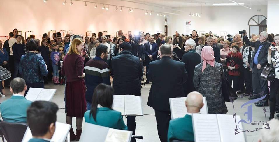 Велика виставкова зала ледь вмістила поціновувачів мистецтва карикатури. Фото О. Імальдінової