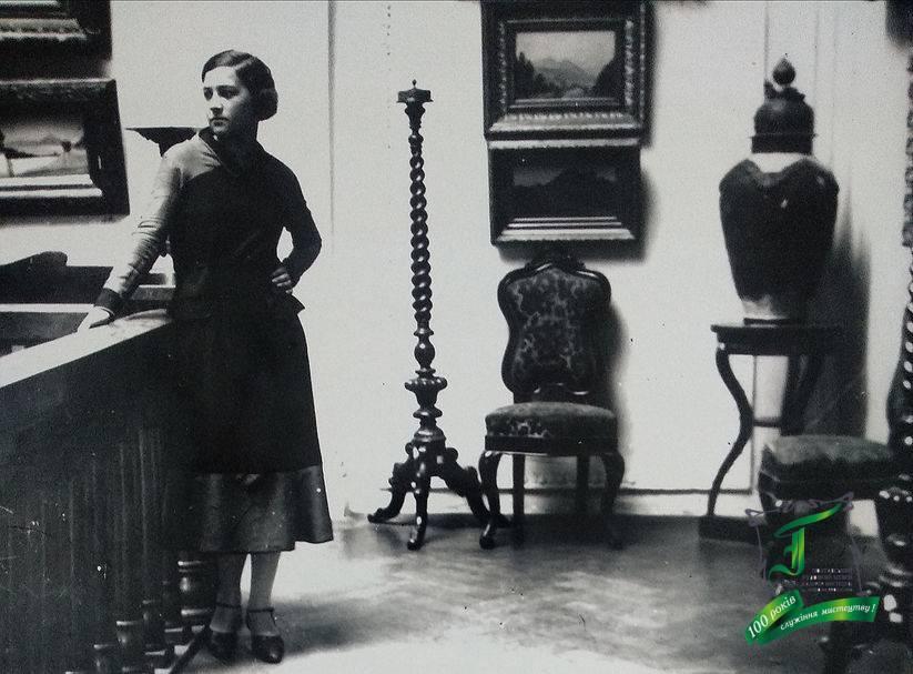 В інтер'єрі музею. Фото 1920-х рр.