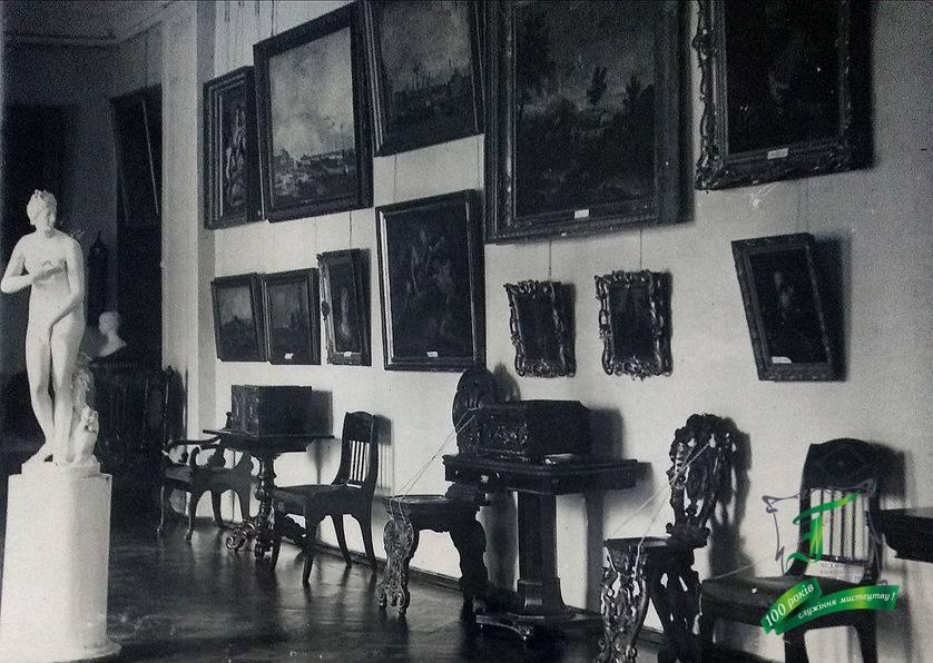 Куточок експозиції західноєвропейського мистецтва зі скульптурою Венери Медиційської. Фото кінця 1930-х рр.