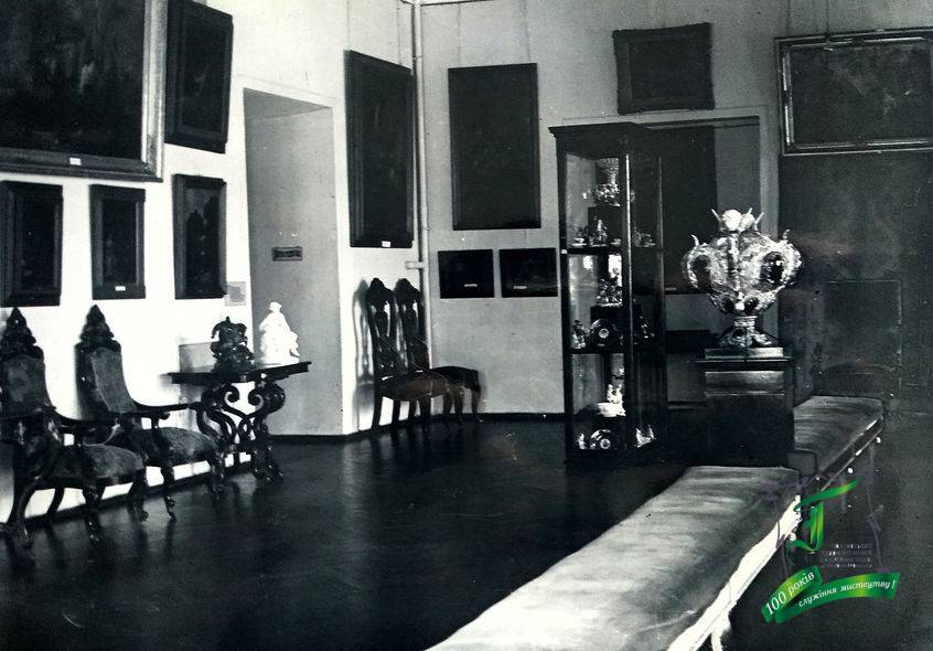 Експозиція музею. Фото кінця 1930-х рр.