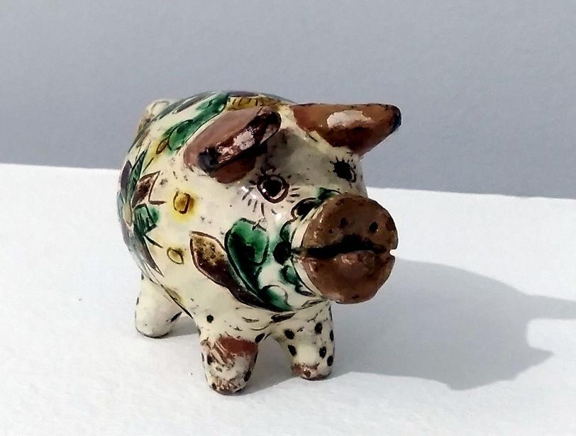 Свинка-сувенір. 1959. Майоліка, полива, розпис, гравіровка.