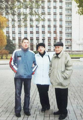 Павлюченко з донькою та внуком у Донецьку