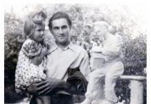 Павлюченко з донькою біля власного твору