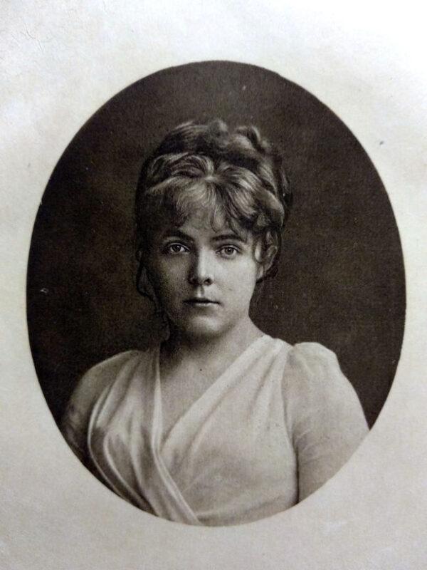Фотопортрет Марії Башкирцевої, надрукований у каталозі